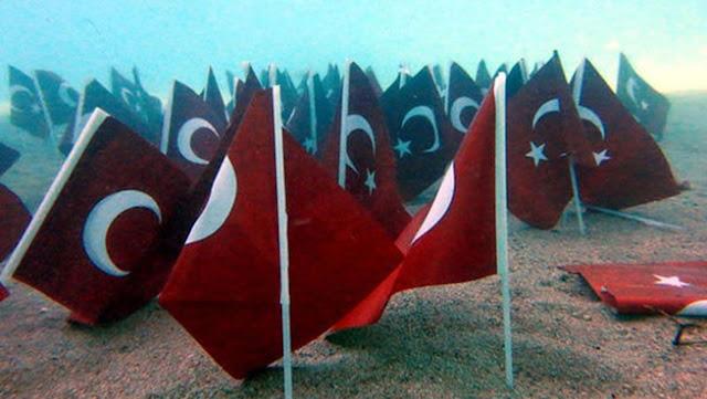 Σοβαρή πρόκληση απο την Τουρκία: Έβαλαν 93 Τουρκικές σημαίες στον πυθμένα του Αιγαίου