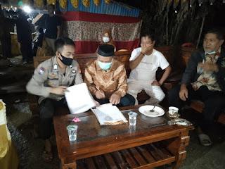 Buatkan Surat Pernyataan, Bripka Burhanuddin Selaku Bhabinkamtibmas Kontrol Lokasi Hajatan Warga