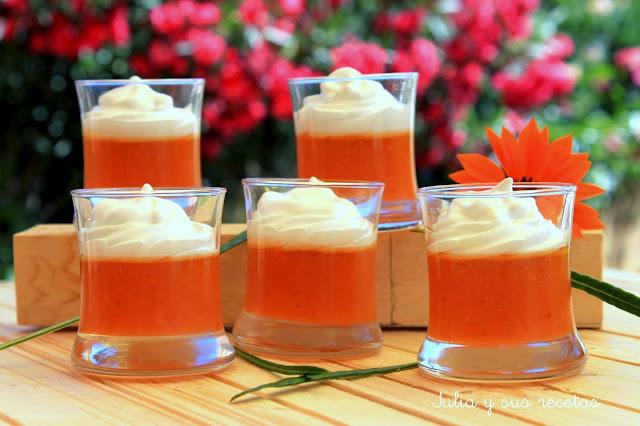 Vasitos de nísperos con merengue. Julia y sus recetas