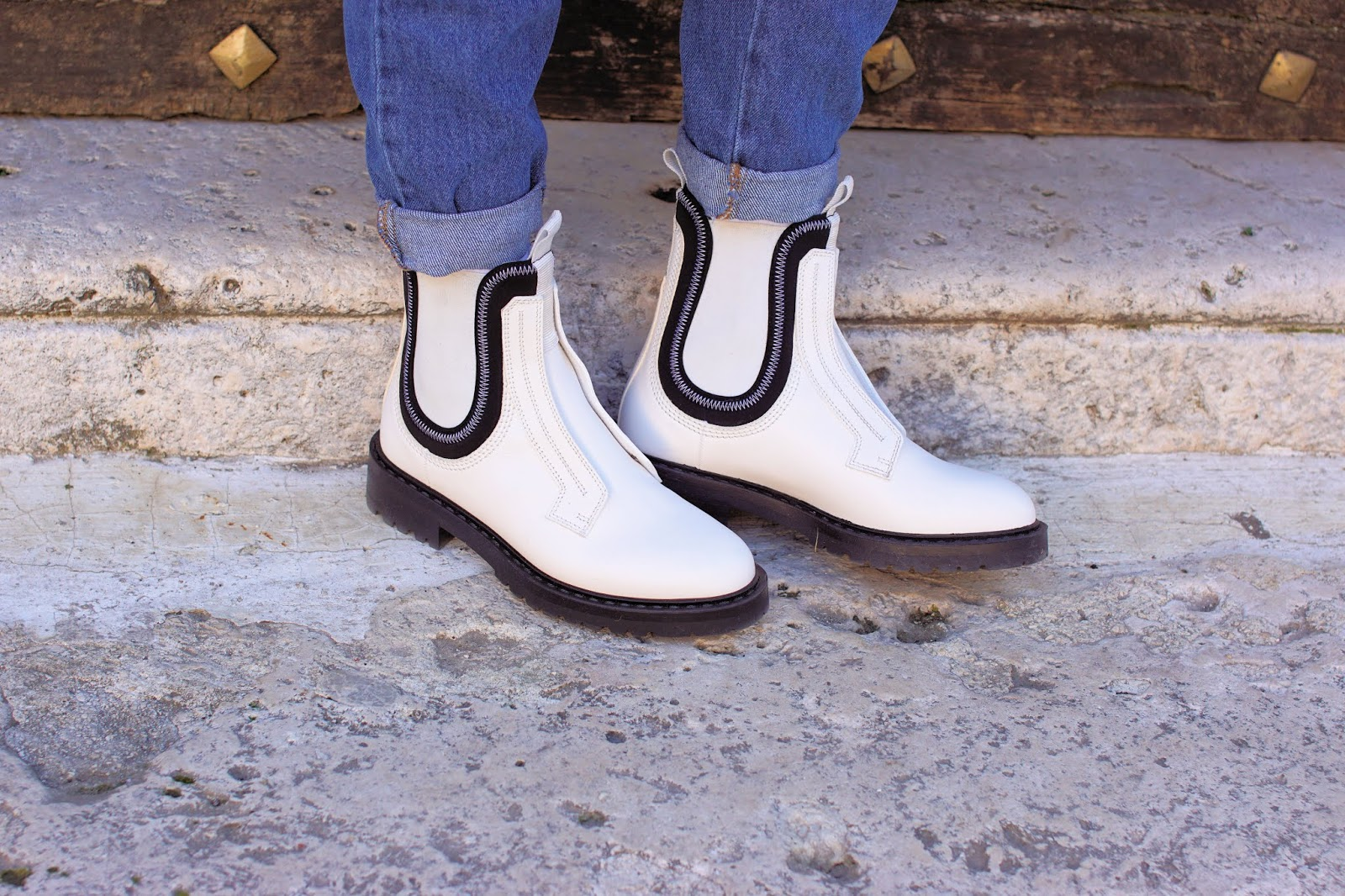 Fabi white Chelsea boots on Fashion and Cookies fashion blog, fashion blogger style
