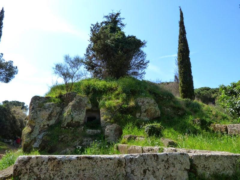 P1010829light - A Necrópole Etrusca de Cerveteri