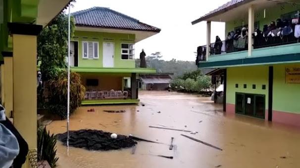 Banjir dan Longsor Tasikmalaya Terjang 12 Kecamatan, Jalan dan Rumah Tertimbun