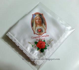 Lenço de cetim com imagem do Sagrado coração de Maria.