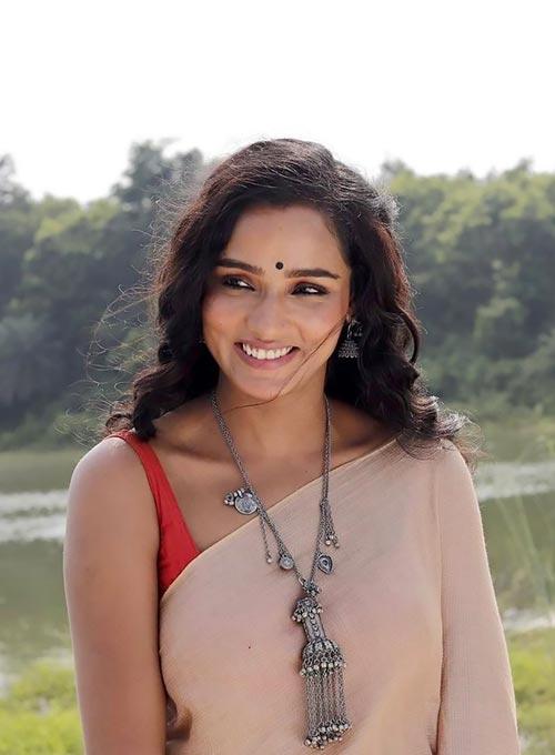 Tuhina Das Bengali actress saree hai tauba damayanti nokol heere hoichoi