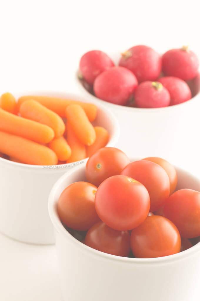 Crudités: radishes, cherry tomatoes and baby carrots - danceofstoves.com