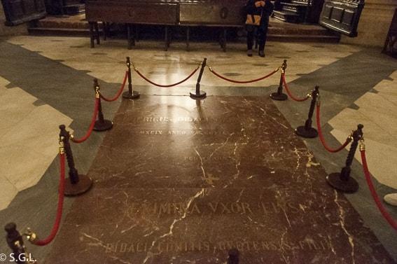 Tumba de Rodrigo Diaz de Vivar en la catedral de Burgos