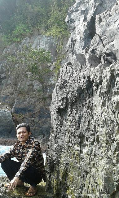 Wisata batu candi teluk kiluan Lampung