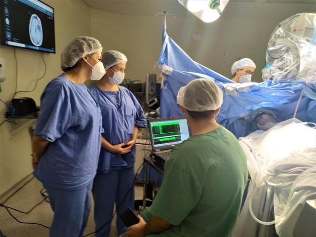 Hospital Regional de Registro-SP realiza neurocirurgia inédita e indolor em paciente acordado