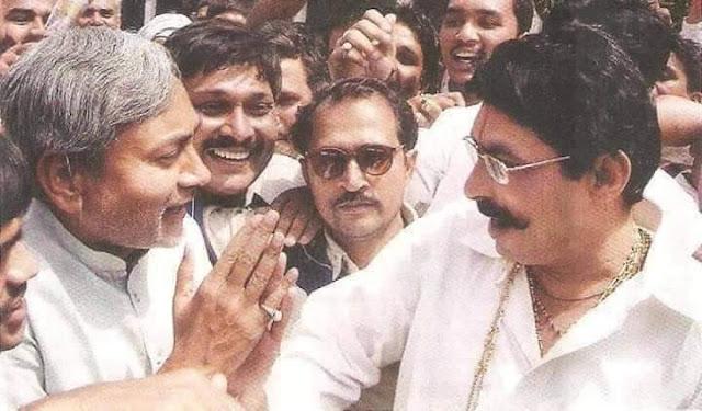 एक वक्त था जब अनंत सिंह के सामने नीतीश कुमार हाथ जोड़कर खड़े रहा करते थे। उसी नीतीश कुमार को बनाने के लिए यही बाहुबली अनंत सिंह ने की बार सरकार बचाई  और एक बार सोने से तौल दिया था