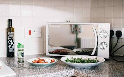 أطعمة يجب عدم إعادة تسخينها في الميكروويف
