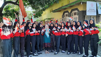 Kunjungan PASKIBRAKA 2019 ke rumah Almh. Ibu Olly Sastra Pengibar Bendera Merah Putih Pertama di Cirebon