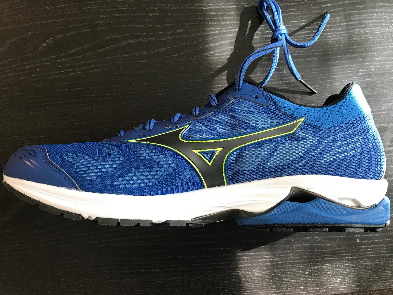 9e360dfc7fe5 Road Trail Run: Mizuno Wave Rider 21 Review: Strongly Divided Opinions