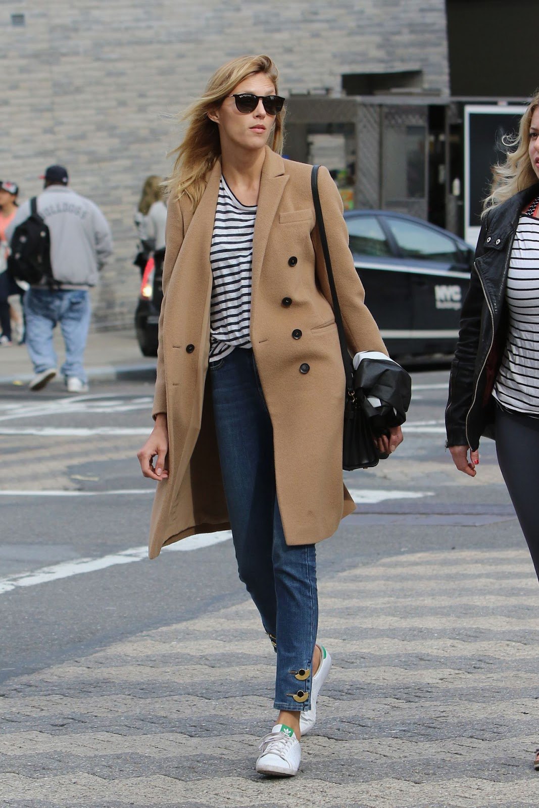 street style anja rubik in a flawless casual look in nyc. Black Bedroom Furniture Sets. Home Design Ideas