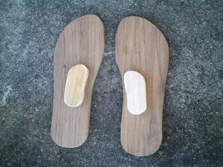 Moldes de madeira para pantufas feltradas