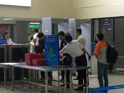 Kiểm tra an ninh hàng không tại sân bay quốc tế Nội Bài - Ảnh minh hoạ