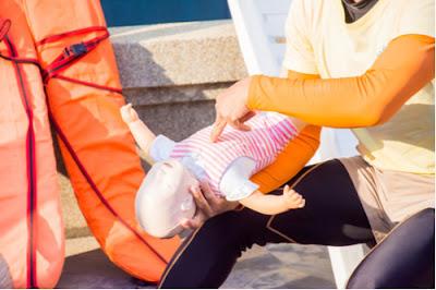 الإسعافات الأولية في حالة تعرض الطفل للاختناق