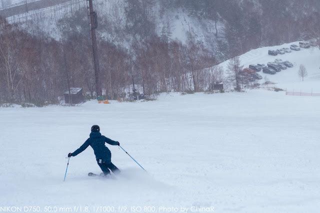 【万座温泉スキー場】久々も、初めてのスキーも万座で。東京から約3時間で天然のパウダースノーを楽しめる万座温泉スキー場と万座プリンスホテルで、マイペースなリゾートステイを