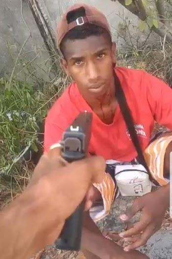 Em vídeo, entregador desaparecido na Zona Norte do Rio é agredido por traficante