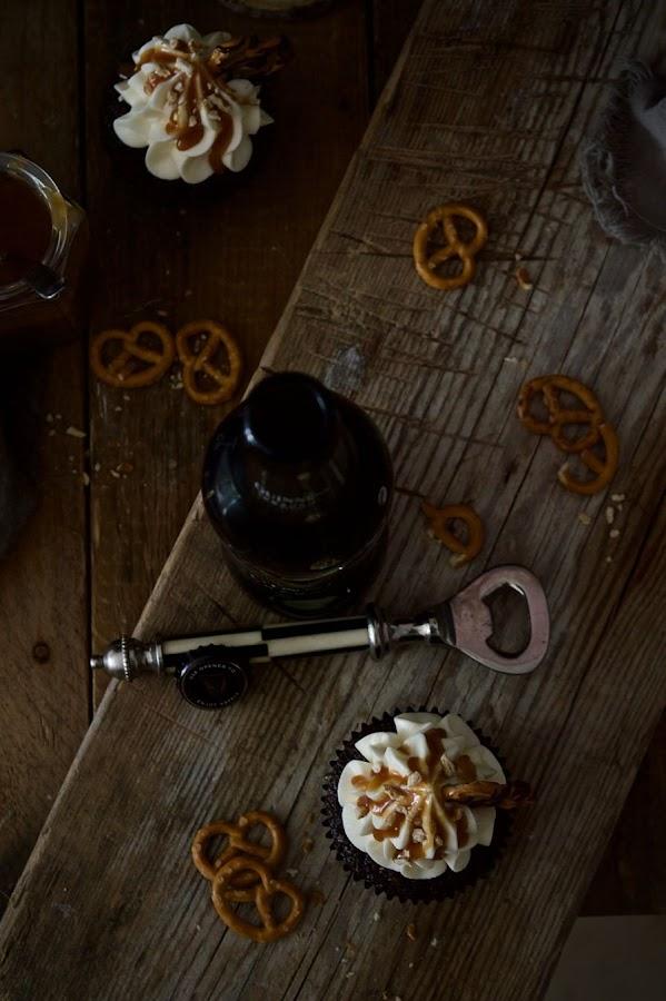 cupcakes-de-chocolate-y-guinness-con-caramelo-salado