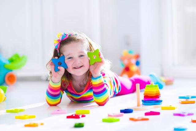 علّم طفلك من المنزل ومجانًا مع هذه القنوات المفيدة للأطفال!
