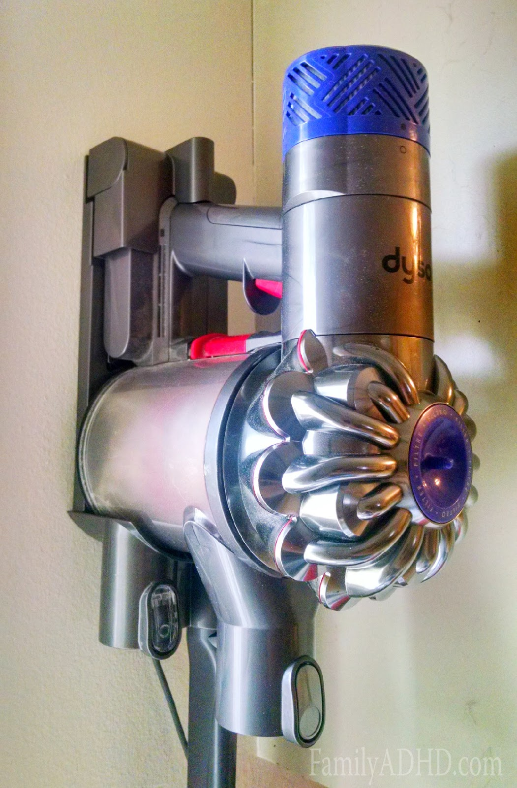 dyson v6 absolute cordless vacuum review familyadhd. Black Bedroom Furniture Sets. Home Design Ideas
