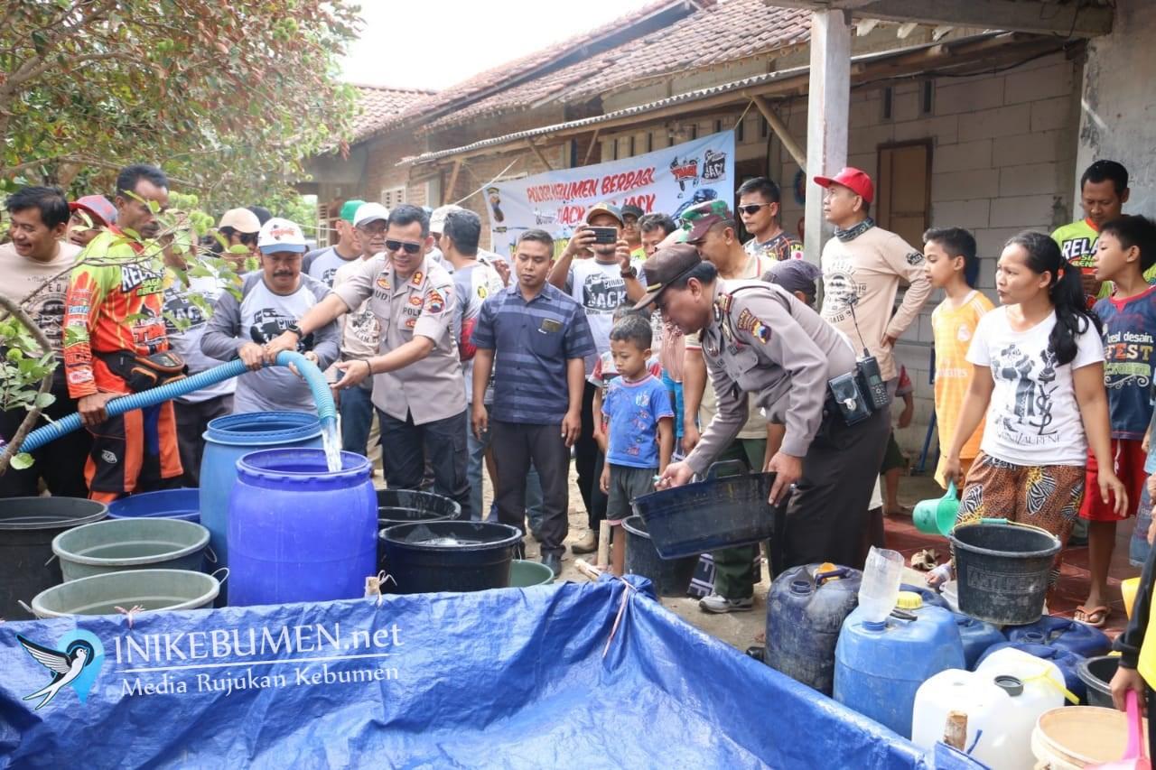 Polres Kebumen Bantu 60 Tangki Air Bersih untuk Warga Karanggayam