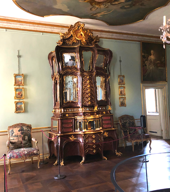 Lavish walnut cupboard orchestra with moving pieces at Rosenborg Slot