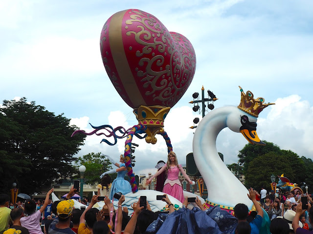 Princess float in the Flights of Fantasy parade | Disneyland Hong Kong