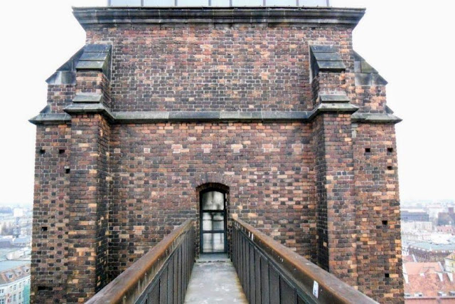 Things to do in Wroclaw in winter: cross the Bridge of Penance at St. Mary Magdalene Church