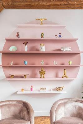 ideias de decoração com prateleiras suspensas