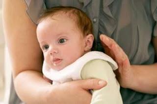 4 Tips Mengatasi Bayi Cegukan Saat Baru Lahir