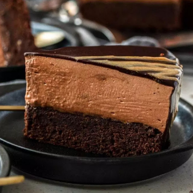 CHOCOLATE MOUSSE MUD CAKE