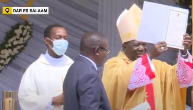 Kardinali Pengo Apewa Cheti Cha Heshima Akitimiza Miaka 50 Ya Upadri