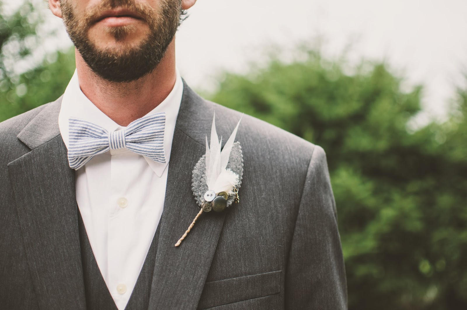 a man in a suit and bow tie posing for a picture