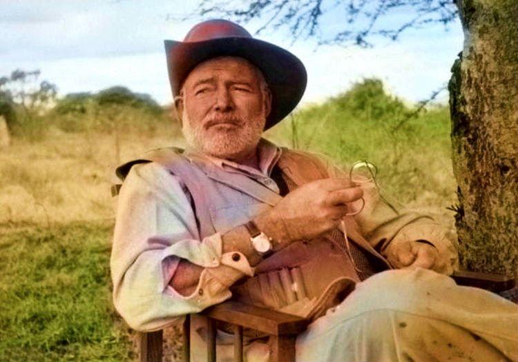 İki kez uçak kazasi geçiren yazar Ernest Hemingway, 61 yaşında hayata gözlerini yumdu.