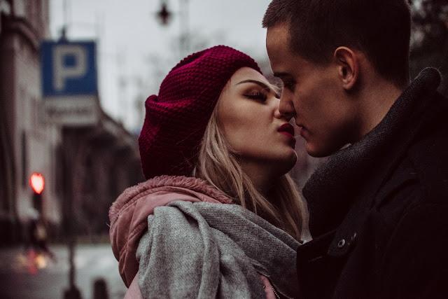 Sólo necesitas un beso francés para transmitirle todas estas infecciones a tu pareja