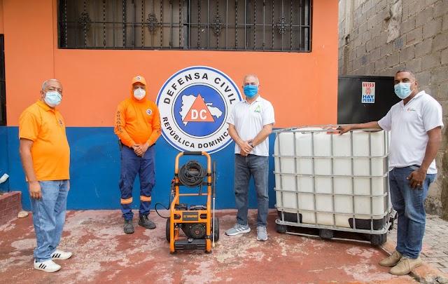 CAC dona máquina de desinfección y tinacos a la Defensa Civil