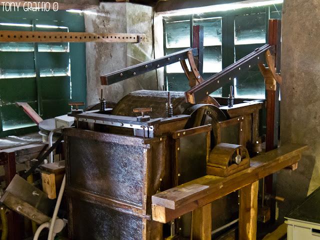 Antico prototipo di macchina per la fabbricazione di carta per cartamoneta a cui stava lavorando Edoardo Tiragallo prima della sua scomparsa lo scorso aprile