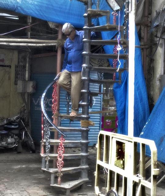 spiral staircase, vintage, lalbaug, mumbai, india, street, street photo, street photography,
