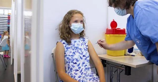 CDC: 15 ανήλικοι πέθαναν μετά τον εμβολιασμό τους - Μαζάνης: «Το καλύτερο εμβόλιο που έχει φτιαχτεί της Pfizer»