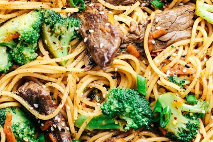 Garlic Beef and Broccoli Lo Mein