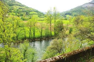 Vista del valle del Narcea desde el sendero