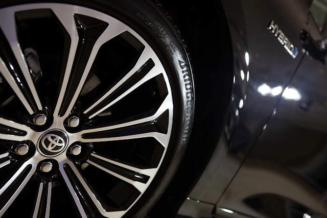 Toyota Corolla 2020 Hybrid - Premium - Rodas de 17 polegadas em preto