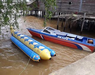 Semakin Seru !! Om Cafee Kampung Laut Ada Wahana Banana Boat