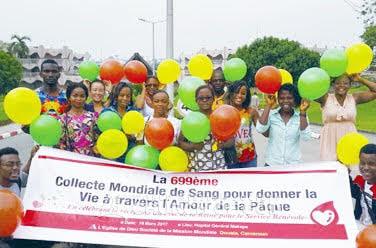 Collecte de sang à Douala, Cameroun, au Mozambique