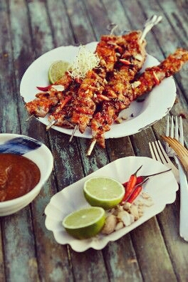 Saté skewers with Thai salad
