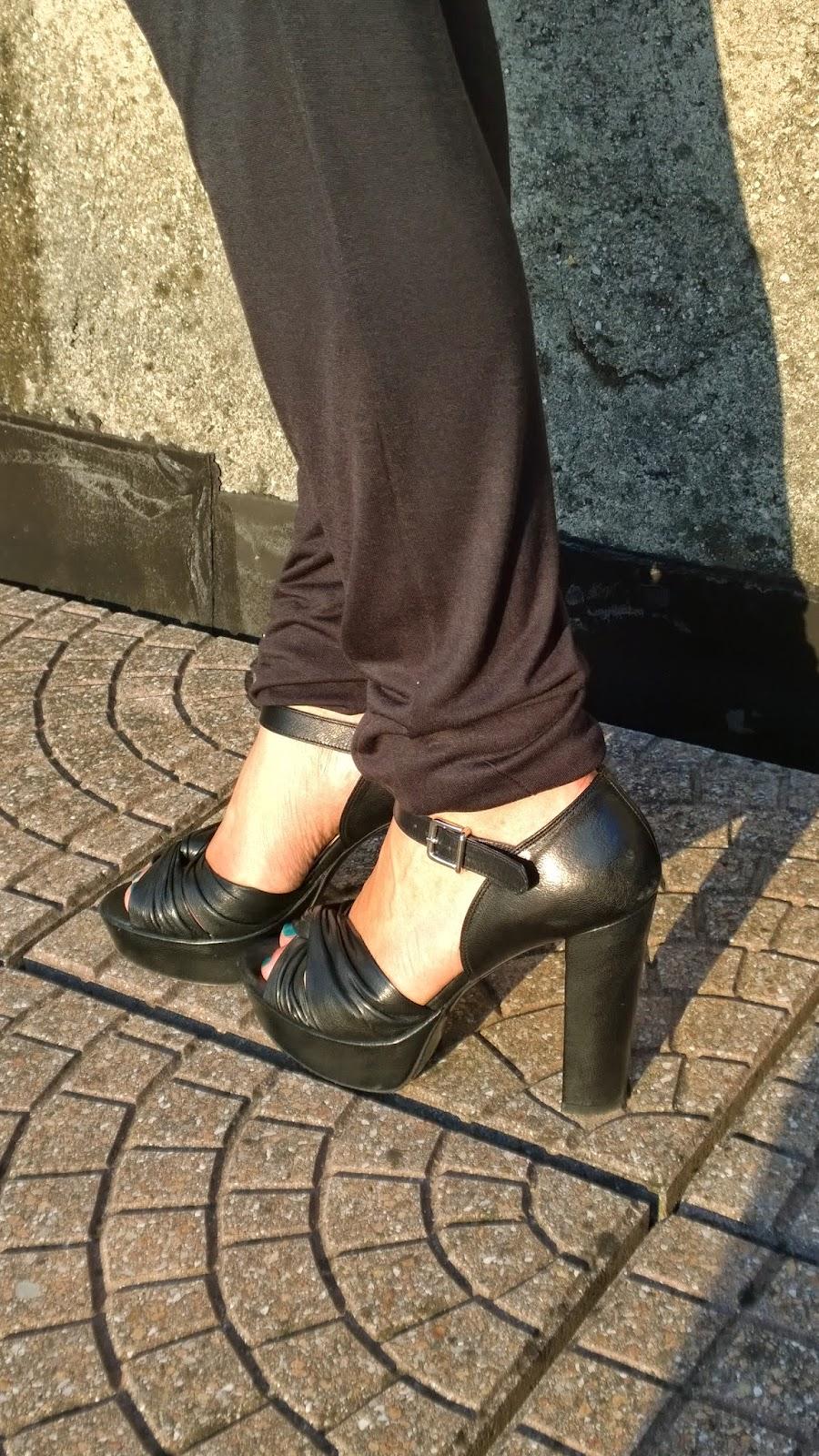 Sandali neri piattaforma Bagatt