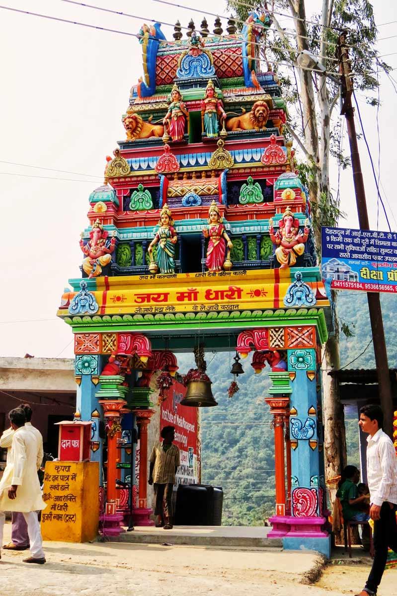 दक्षिण भारतीय वास्तु में बना मंदिर का मुख्या द्वार : श्रीनगर (गढ़वाल )