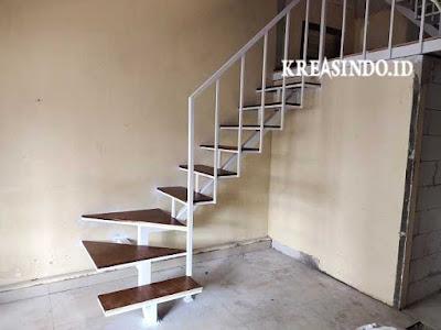 Mezzanine Besi untuk penghubung Lantai Dua pesanan Bu Ira di Bintaro