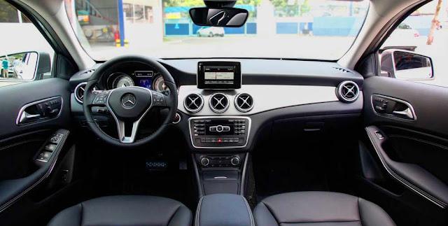 Bảng taplo Mercedes GLA 200 2017 thiết kế thể thao nổi bật